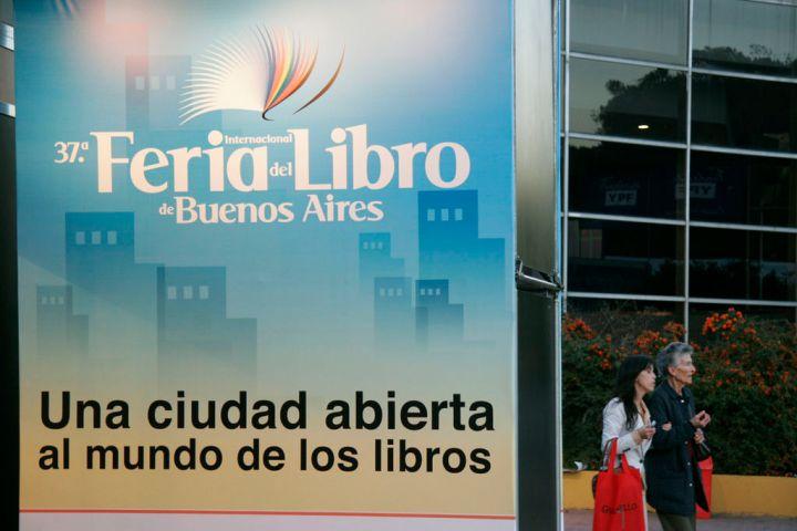 1024px-Feria_del_Libro_2011